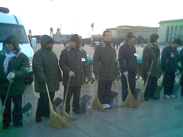 32_Forbidden_City_sweepers